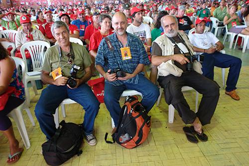 João Zinclar (esq.), Leonardo Melgarejo (centro) e Douglas Mansur (direita)