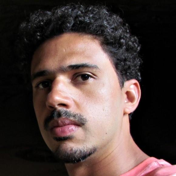 Thiago Casteli é subcoordenador do programa Escravo, nem pensar! Formado em História pela Universidade de São Paulo (USP), atuou como arte-educador no Memorial da América Latina (2007-2009) e como monitor de intercambistas norteamericanos no Council on International Educational Exchange (2009-2010). Além disso, foi educador de uma rede de cursinhos populares de São Paulo (2010-2011).