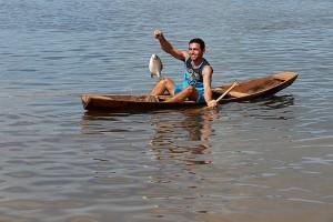 Ribeirinho no Rio Xingu, que será afetado pela barragem. Foto: Divulgação/Movimento Xingu Vivo