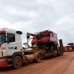Caminhões como colheitadeiras que chegam a pesar até 17 toneladas são comuns nas estradas locais