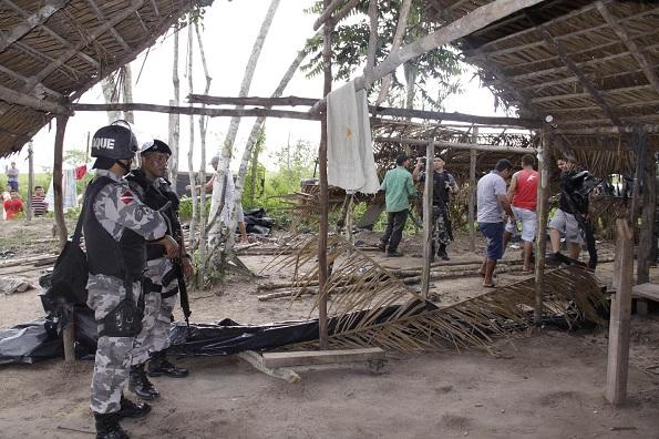 Policiais carregavam armamento pesado durante a operação
