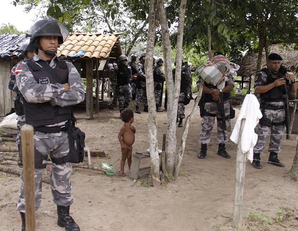 Juiz determinou que polícia entrasse em lote vizinho, que é privado e não estava em disputa. Fotos: Jean Brito