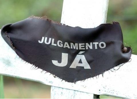 Cruzes fincadas na Fazenda Bocaina marcam o local onde fiscais e um motorista do Ministério do Trabalho foram assassinados em 28 de janeiro de 2004. (Fabio Pozzebom/Agência Brasil)