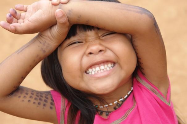 Menina Suruí, em Rondônia. Foto: Verena Glass