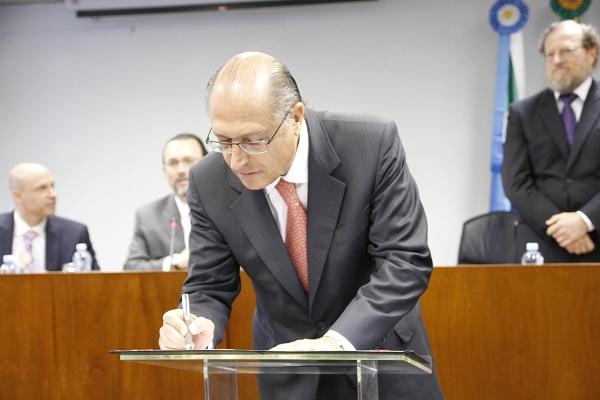 Governador  Geraldo Alckmin assina decreto que regulamenta lei contra escravidão. Foto: Verena Glass