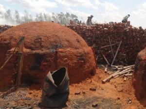 Empresa que, segundo o MTE pertence à André Abreu, explorava trabalhadores na produção de carvão. Foto: SRTE/TO