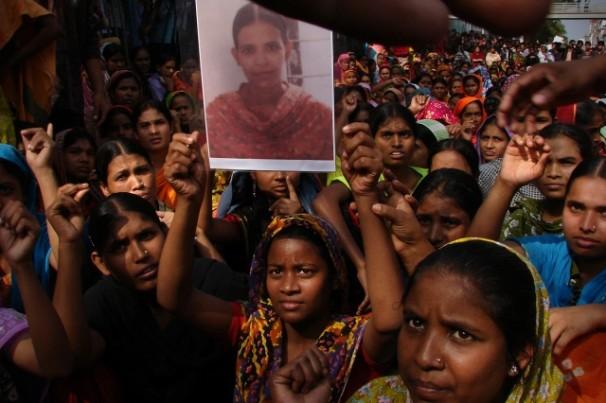 Multidão protesta contra desastre que matou mais de mil pessoas em Bangladesh (Foto: Taslima Akhter)