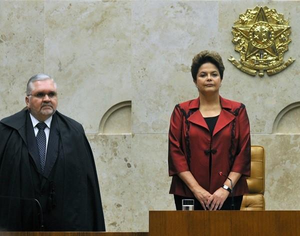 O atual procurador-geral da República Roberto Gurgel e a presidente Dilma Rousseff (PT). Foto: Antonio Cruz/ABr