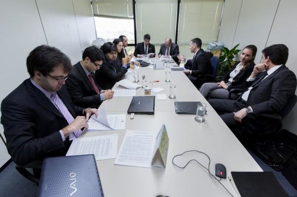 Procuradores e representantes da empresa na assinatura do TAC. Foto: Secom/MPF