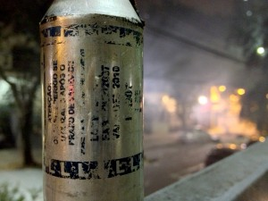 Cápsula de bomba de gás vencida disparada pela PM em ato contra aumento das passagens (Foto: Anali Dupré/Repórter Brasil)