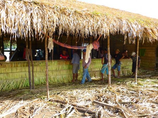 Alojamento dos trabalhadores feito de palha em Arraial da Lagoa