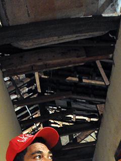 Teto da casa onde o contingente permaneceu estava sem forro
