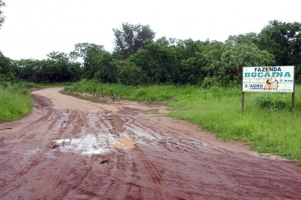 Estrada na Fazenda Bocaina, da família Mânica, onde a chacina ocorreu (Foto: José Cruz/ABr)