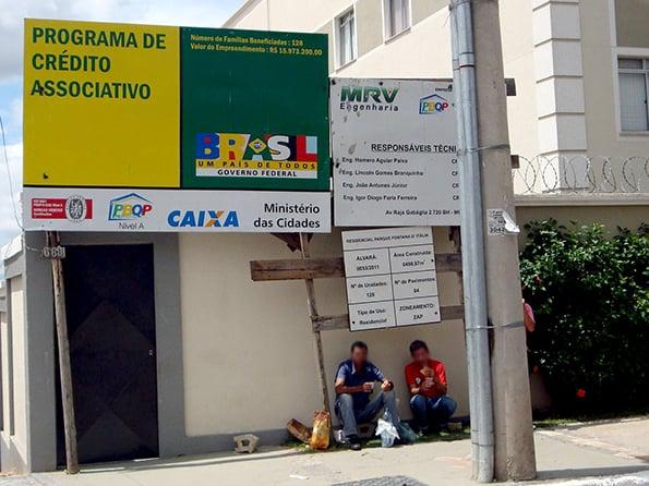 """Fachada da obra da MRV pelo programa """"Minha Casa, Minha Vida"""" em Contagem (MG) onde fiscalização constatou condições de trabalho degradantes (Foto: MTE)"""