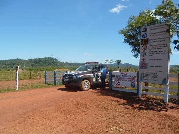 Diligência polícia ocorrida por área da Fazenda Vale do Triunfo (Foto: Divulgação)