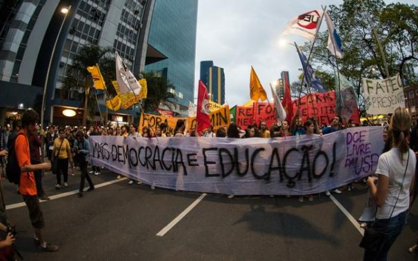 Diretório Central dos Estudantes da USP denunciou a prisão arbitrária de 56 estudantes durante a manifestação Foto: Divulgação/DCE-USP