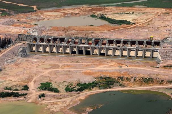Também em Rondônia teve interferências políticas no embargo de obras, aqui a hidroelectrica Jirau. Foto: PAC/divulgação