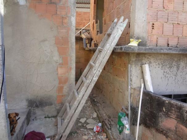 Entrada de um dos alojamentos onde os trabalhadores ficavam