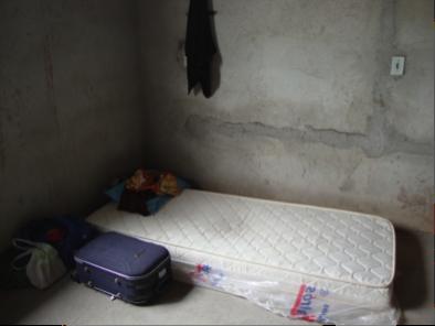 Uma das casas onde os resgatados em Minas Gerais dormiam estava sendo reformada e ainda não tinha camas ou piso (Foto: MTE)