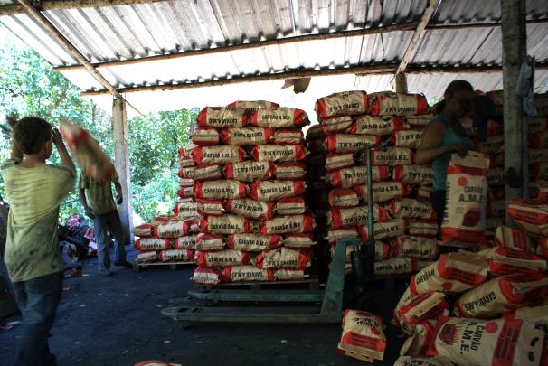 Crianças e adolescentes também trabalhavam em carvoarias flagradas com escravidão no interior paulista (Fotos: Stefano Wrobleski)