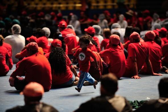 Criança com a camisa do MST durante o Congresso realizado em Brasília. Foto: Marcelo Camargo/Agência Brasil