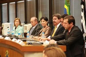 Autoridades na solenidade de assinatura do protocolo de cooperação contra trabalho escravo no Estado de São Paulo (Foto: TRT-2)