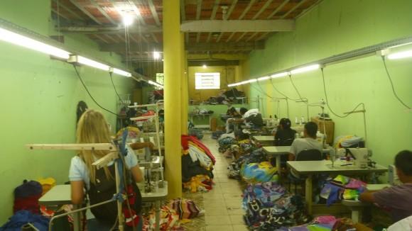 Oficina em funcionamento na hora em que a fiscalização chegou ao local. Fotos: Sabrina Duran