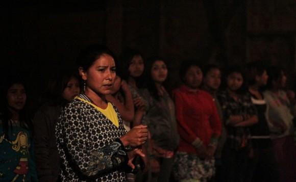 Liderança guarani fala durante o ritual de reza realizado na Aldeia Tenondé Porã. Foto: Beatriz Macruz