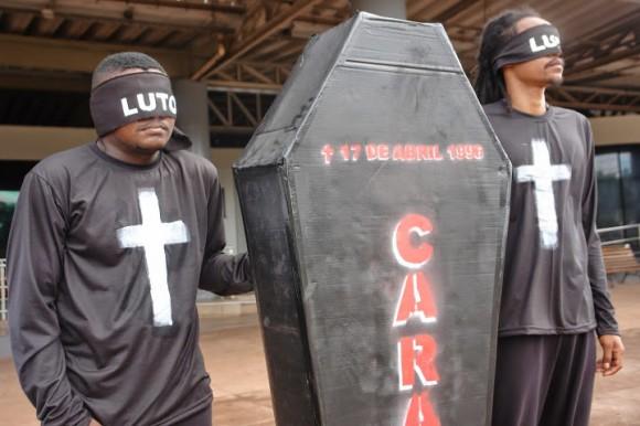 Manifestantes lembram do massacre de Eldorado de Carajás, no qual 19 trabalhadores rurais foram mortos durante manifestação