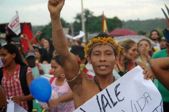 Indígenas realizaram manifestações cobrando respeito aos seus direitos