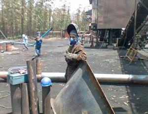 Mortes e acidentes de trabalho têm sido comuns na produção de ferro no Maranhão. Na foto, Kennys de Oliveira Silva, soldador morto em 2012 Foto: Divulgação/Justiça nos Trilhos