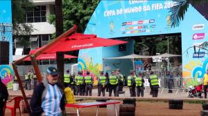 Durante a Copa do Mundo, áreas das cidades-sede foram cercadas para as Fan Fests da Fifa, onde patrocinadores montaram seus quiosques