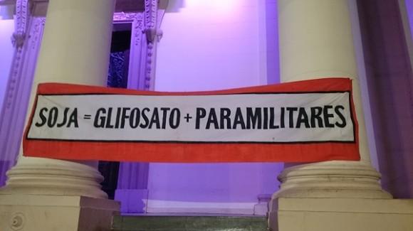 Faixa estendida no centro de Assunção na semana de protestos.