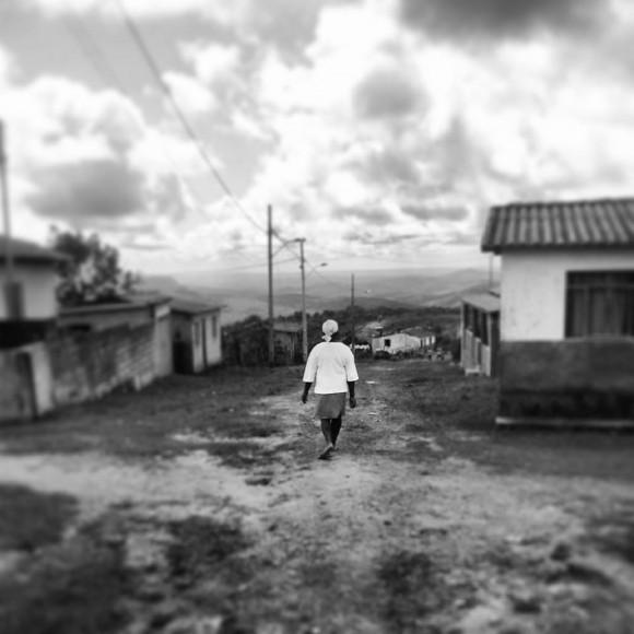 Dona Miúda caminha xxxx. Fotos: xxx