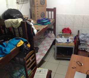 Apertado e sem janelas, alojamento foi considerado em condições degradantes