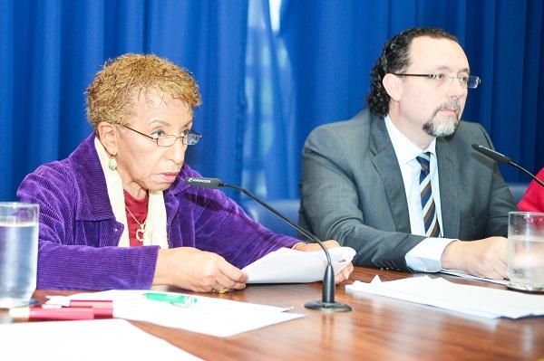 Deputados Leci Brandão, relatora da CPI, e Carlos Bezerra Jr., presidente.  Foto: Márcia Yamamoto/Assembleia Legislativa