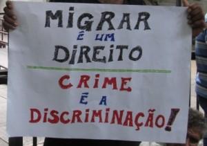 Cartaz exibido durante a última marcha de migrantes em São Paulo. Foto: Lisa Carstensen