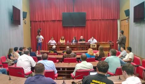Participaram da audiência convocada por Giannazi os músicos demitidos e o sindicato da categoria. Dirigentes não compareceram. Foto: Stefano Wrobleski