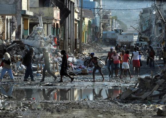 Brasil, que integra forças da ONU no Haiti desde 2004, mantinha quase 9 mil militares quando um terremoto de grandes proporções atingiu o país, em 2010. Foto: Marcello Casal Jr/ABr