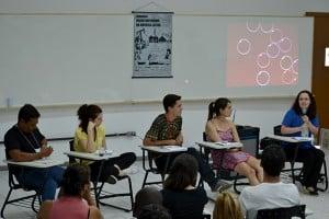 Alexandre Anderson, Maíra Mansur, Mikaell Carvalho, Tania Muñoz e Cristiana Losekann, da esq. à dir, participam de discussão durante o seminário (Foto: Bruno Milanez)