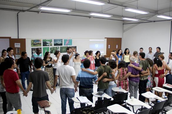 Participantes do seminário realizam cerimônia de encerramento (Foto: Adriano Monteiro)
