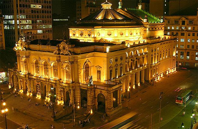 Teatro Municipal de São Paulo é autuado por demissões irregulares