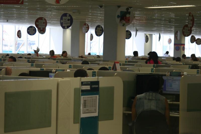 Teles e bancos superexploram operadores de telemarketing, aponta fiscalização