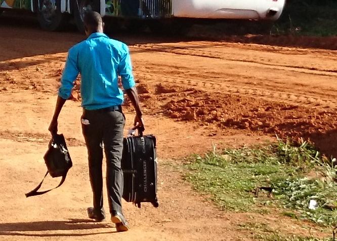 Sistema Nacional de Empregos não funciona e refugiados ficam sujeitos a aliciadores