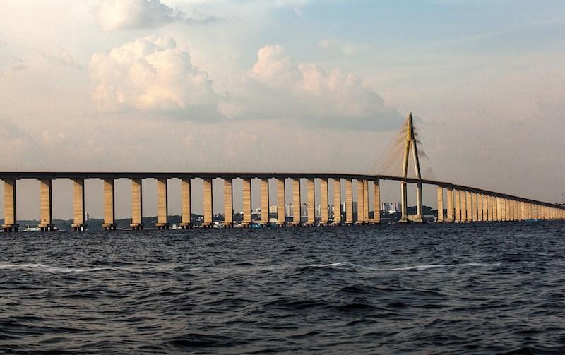 A Ponte Rio Negro, que liga Manaus à Iranduba, levou ocupação predatória à Área de Proteção Ambiental. Foto: Lilo Clareto