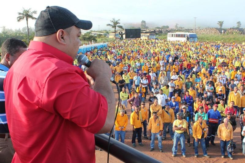 Assembleia de trabalhadores na usina de Jirau. Foto: Divulgação/CUT