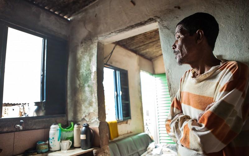 Francisco Paulo Pereira aplicava agrotóxicos sem equipamento de proteção. Foto: Lilo Clareto