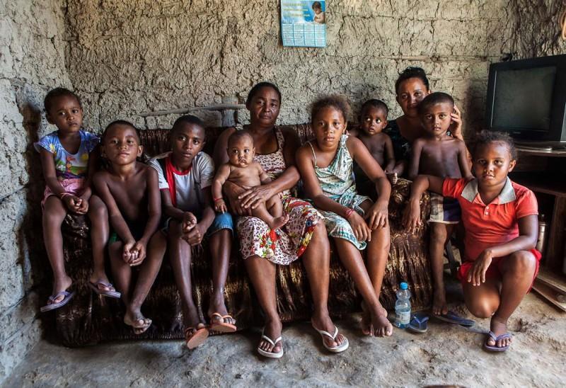 As crianças da casa, que estão em parte na foto, sobrevivem com o que as mães recebem do Bolsa Família. Foto: Lilo Clareto/Repórter Brasil