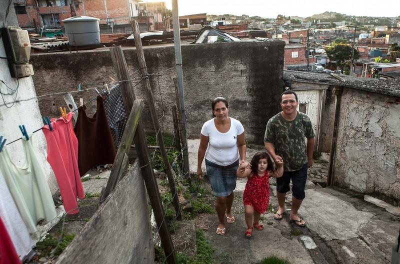 Isabela – filha de Francisco e Marta – ainda não conheceu sua avó, que vive no Maranhão. Foto: Lilo Clareto/Repórter Brasil