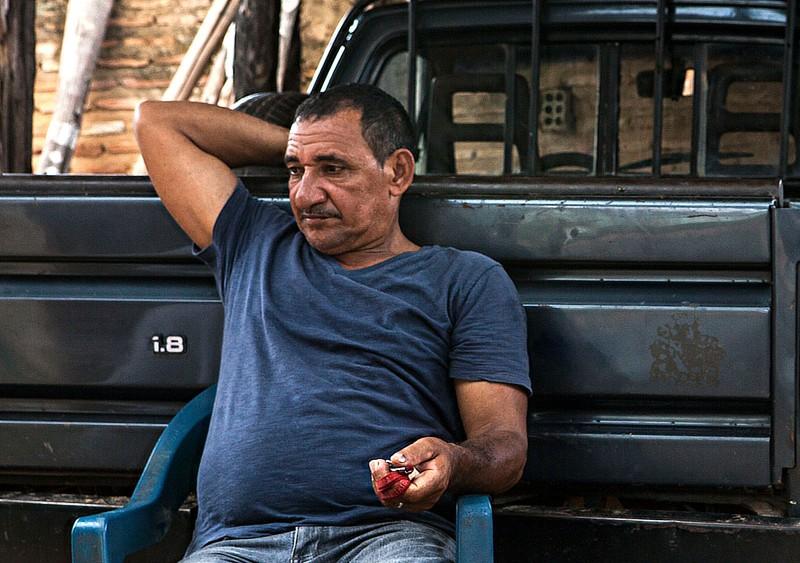 """Antônio lembra quando cortava cana em São Paulo, ganhando por produtividade: """"Conheci um lá que tirava 22 toneladas por dia. Só que ele viveu pouco"""". Foto: Lilo Clareto/Repórter Brasil"""